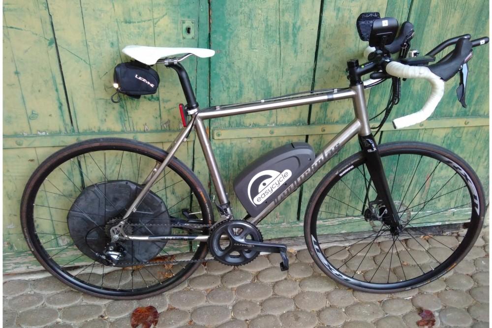 Vélo de course électrique ?!? Mais pourquoi ??? Voici une belle expérience